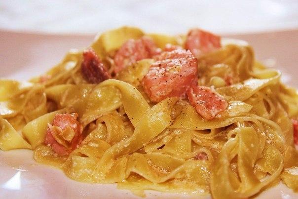 Фетучини с семгой в сливочном соусеы с фото