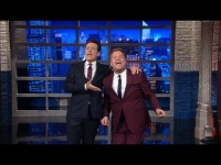 Новости - Stephen & James Corden Sing 'Me & My Shadow' видео